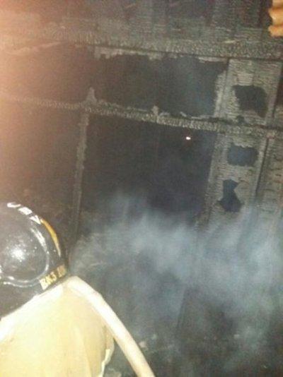 Muere carbonizada en incendio de su vivienda