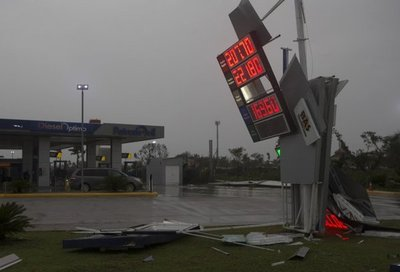 Servicio eléctrico en Puerto Rico se restaurará en cuatro meses
