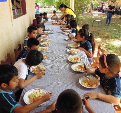 Almuerzo escolar se da en locales inapropiados