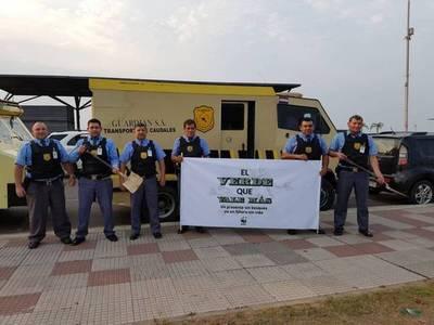 Llamativa presencia de transportes de caudales y policías en la Costanera
