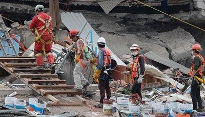 México: Suman 324 muertos por terremoto
