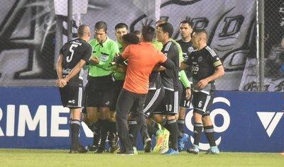 Richard Ortiz: El árbitro nos complicó a última hora