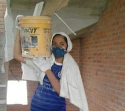 Fue víctima de violencia en Argentina y volvió al país para ser obrera