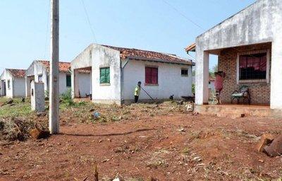 Funcionarios municipales  como invasores de casas