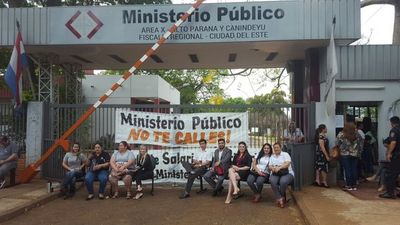 Funcionarios de la Fiscalía iniciaron huelga de 4 días