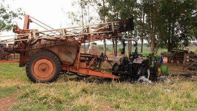 Queman dos tractores en el Norte del país