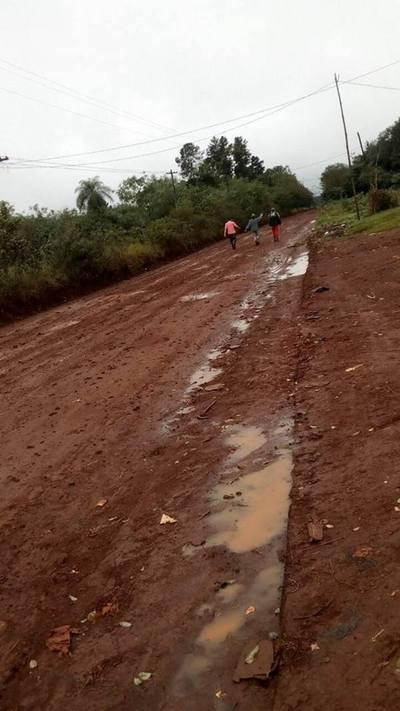Pobladores del km 12 Monday quedan sin caminos por la lluvia