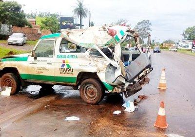 Vuelco de ambulancia en la Ruta 1 deja dos muertos