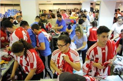 Paraguay se pone la albirroja con el sueño de ir al Mundial