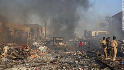 Somalia: doble atentado deja al menos 230 muertos