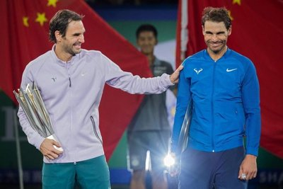 Roger Federer recorta distancia a Rafa Nadal
