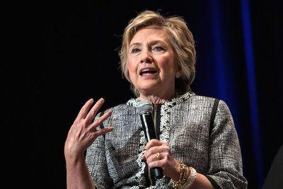 Clinton acusa a WikiLeaks de opacar el escándalo por el vídeo de Trump