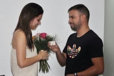 Marcelo Jara sorprendió  su novia pidiéndole matrimonio