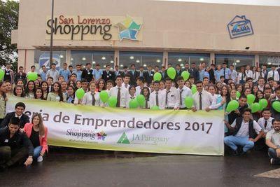 Secundarios participaron de feria para emprendedores juveniles