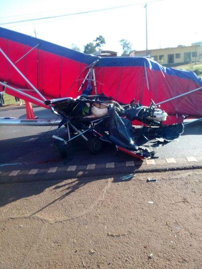 Ultraliviano aterrizó en ruta y chocó con camión