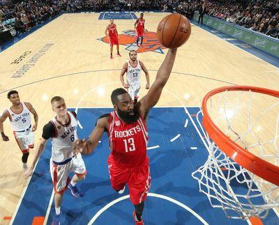 Houston repite triunfo, Aldridhe brilla con los Spurs