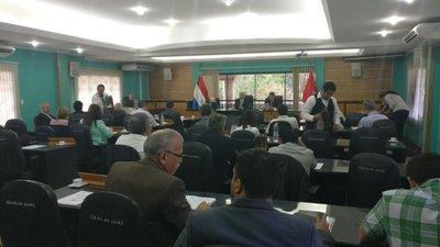 Mesa de diálogo ante conflicto en Ciencias Sociales