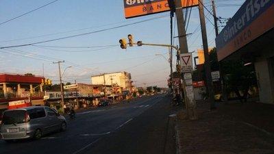 Semáforo averiado en Itauguá