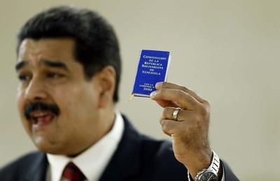 Maduro pide constituyente y opositores a rebelarse