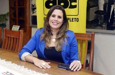Amenazan a Kattya González
