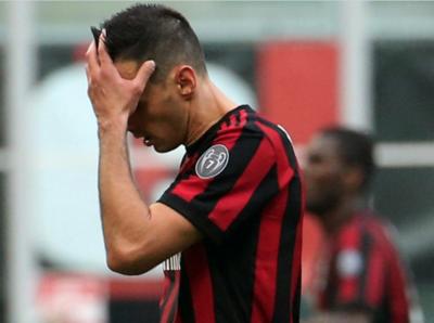 Milan sigue sin levantar, Roma gana  y Fiorentina golea