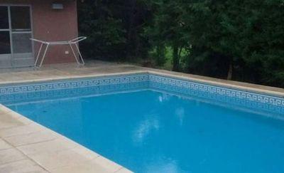 Niño de 1 año muere ahogado en piscina mientras su madre dormía