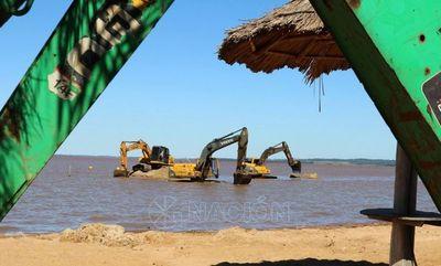 Maquinarias intensifican trabajos en playa Mbói Ka´ê con miras al verano