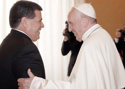 Cartes le cambia el nombre al papa Francisco