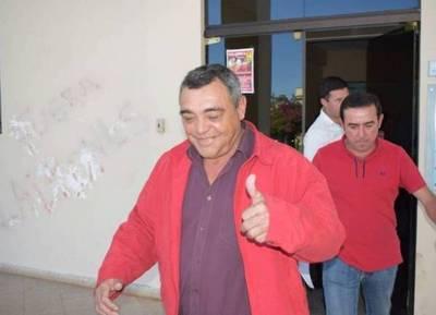 "Cartes ""elige"" gobernador del Guairá a un concejal que extrae oro de manera ilegal en Paso Yobái"