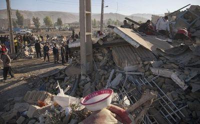 Más de 400 muertos en Irán por un violento sismo