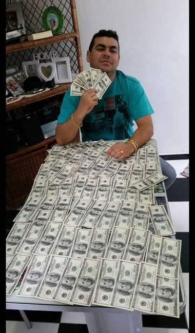 Imputan y piden prisión del millonario de WhatsApp