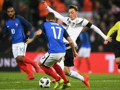 Alemania empató a Francia en una de las últimas
