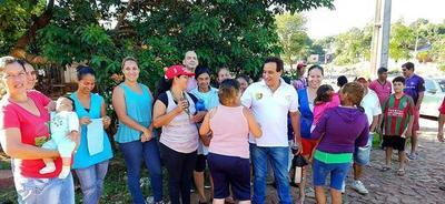 Hugo Javier visita a dirigentes