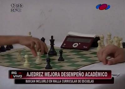El ajedrez mejora el desempeño académico, según experto