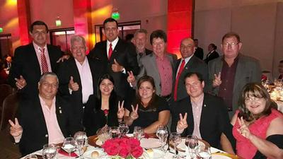 Funcionarios en cena de 1.000 dólares para apoyar a Santi Peña