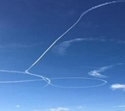 Marina de EEUU pide disculpas por enorme dibujo obsceno en el cielo