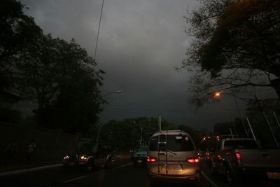 Alerta de tormentas y ráfagas de vientos para 12 departamentos