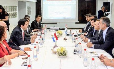 Prometen mejorar proceso migratorio con Argentina