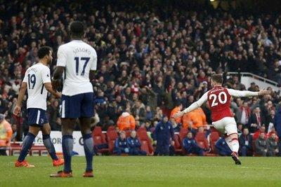 El Arsenal se queda con el derbi al Tottenham