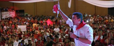 Futuro de Paraguay está en educación y en el campo, según Santi