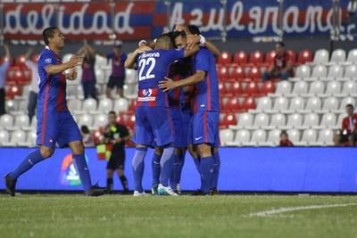 El Ciclón golea a Rubio Ñu y se acerca al título del Clausura