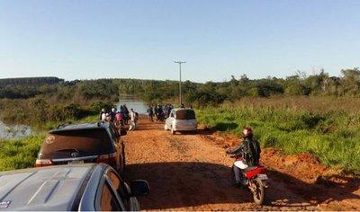 Caminos inundados en Canindeyú