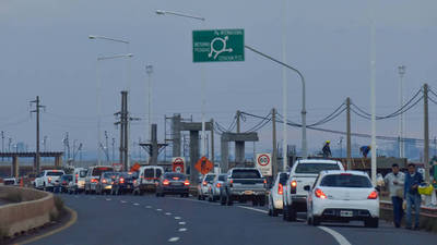Hasta 10.000 argentinos cruzan por día la frontera para realizar compras