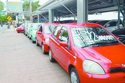 Gobierno plantea vehículos 0 km a cuotas vs. chileré
