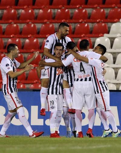 Tempranero gol de Cardozo da el triunfo a Libertad en semifinal