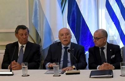Argentina, Uruguay y Paraguay firman acuerdo para Mundial 2030