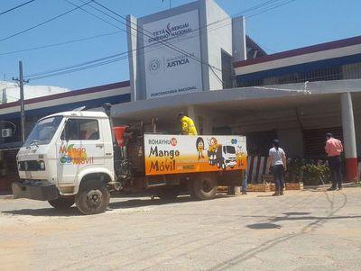 Entregan 1.500 kilos de mango a internos de Tacumbú