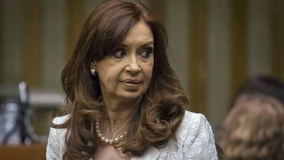 Kirchner jura como legisladora y promete ser la mayor opositora en Argentina