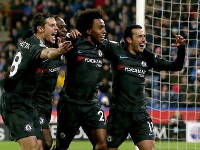 Chelsea venció al Huddersfield, pero sigue lejos de la cima