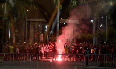 Hinchas de Flamengo causan incidentes antes de final con Independiente